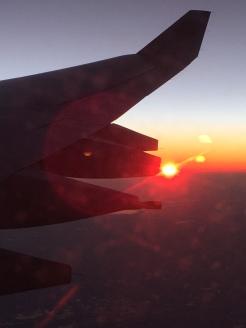 Sonnenuntergang aus dem Flugzeug über Kuwait war glaub ich eines der schönsten Dinge die ich je gesehen habe.