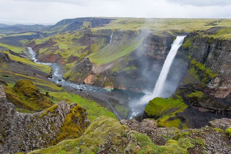 suedisland-wasserfall-haifoss-122m-hoch-schlucht-fotograf-thomas-linkel
